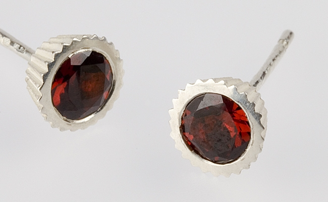 Cupcake with Faceted Garnet