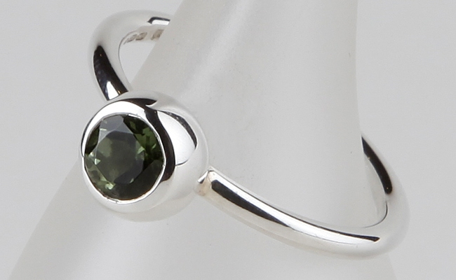 Husk small with Faceted Peridot