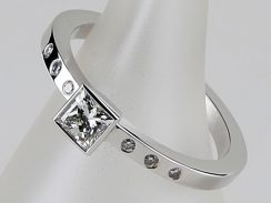 Princess Ring Diamond with Shoulders