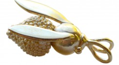 Join the Great British Bee Count and win a golden bee pendant!